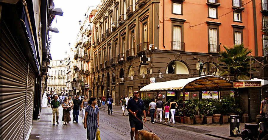 Banco Nationale Di Lavoro : Walking around the city center: via toledo walks eventi napoli
