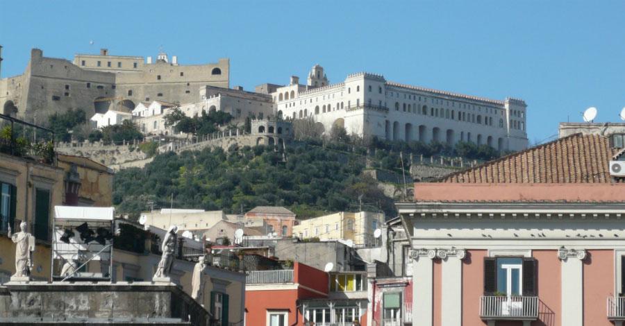 Ufficio Turistico A Napoli : Crolla soffitto ufficio postale a napoli dipendente ferito